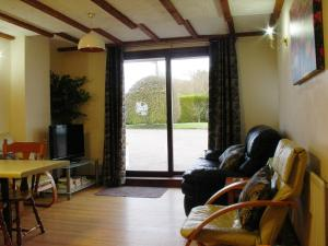 Coachmans Cottage lounge, Deanwood Holidays, Forest of Dean
