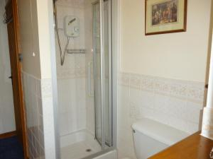 Shower room, Sunrise Cottage, Deanwood Holidays