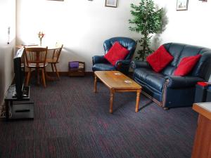 Squirrel Cottage, Deanwood Holiday Cottages, Lounge and dining area.