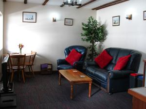 Squirrel Cottage Forest of Dean Lounge and dining area.