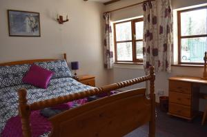 Squirrel Cottage double bedroom, Deanwood Holiday Cottages, Forest of Dean 2
