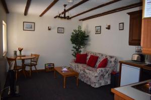Squirrel Cottage lounge  diner, Deanwood Holiday Cottages, Forest of Dean