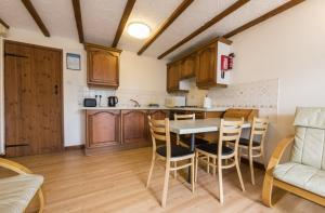 Coachmans Cottage kitchen / diner, Deanwood Holidays, Forest of Dean